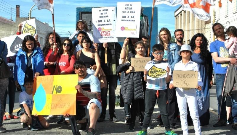 Expresión de solidaridad con las provincias de Chubut y Mendoza. (J. C. Cattaneo)