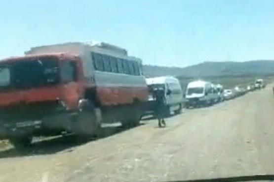 Fila en el acceso a la frontera con Chile.