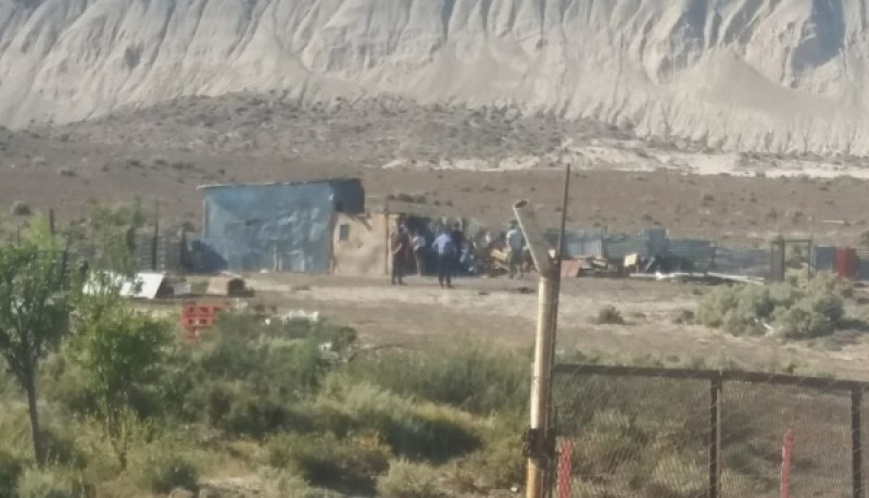 Lugar del enfrentamiento junto a personal policial.