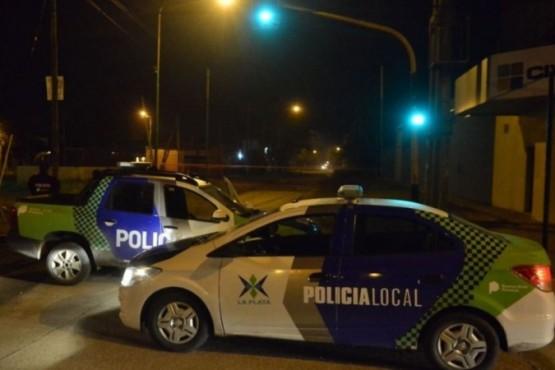 Móviles policiales en el lugar (Foto: LS 11 Radio Provincia).