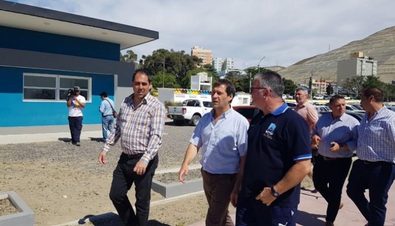 El intendente de Comodoro Rivadavia, Juan Pablo Luque, recorriendo la Costanera.