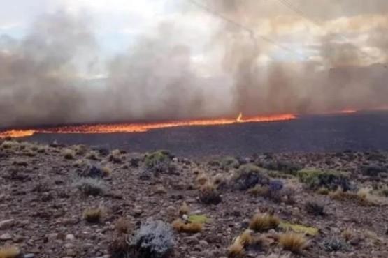 Incendio sobre la ruta 40.