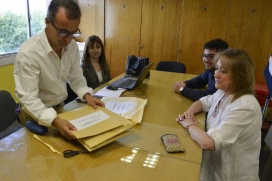 Firma de licitación de educación.