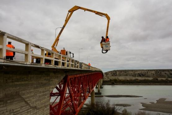 Reparaciones en el puente de Piedra Buena.