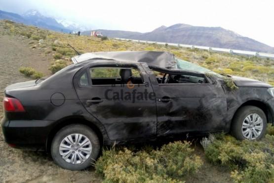 Así quedó el vehículo volcado al costado de la ruta.