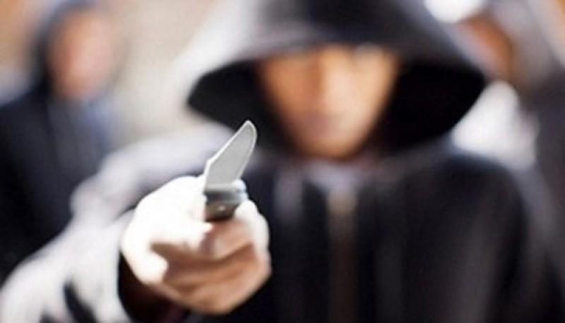 Dos detenidos tras robar y herir a un joven con un cuchillo