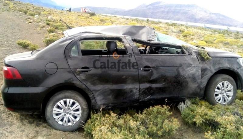 El rodado tras volcar en la Ruta Provincial 41 (Foto:Ahora Calafate).
