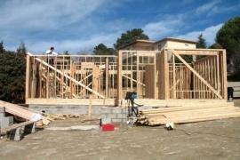 Denuncian por estafas a empresa constructora local de viviendas