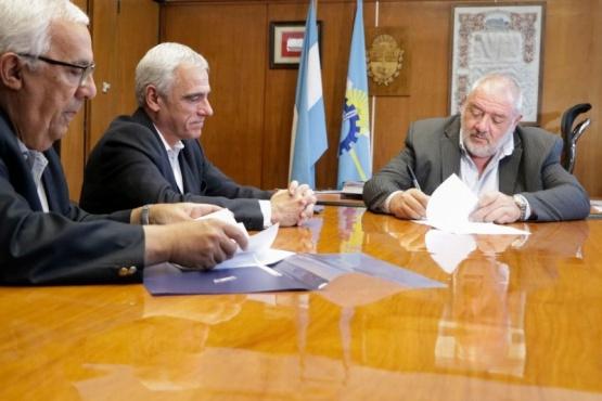 El presidente de Banco de Chubut, Julio Ramírez, junto al presidente del Superior Tribunal de Justicia, Dr. Mario Vivas.
