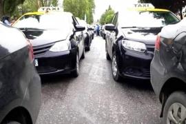 """Taxistas, remiseros y traffics escolares reclamaron por móviles """"truchos"""", impuestos y tarifas"""