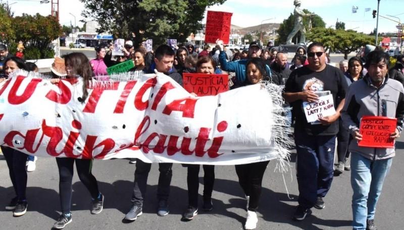 Una nueva marcha de pedido de justicia por las víctimas del incendio se realizó ayer por las calles céntricas de Caleta Olivia.