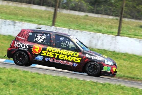 El Clio también seguirá en pista aunque por un par de carreras.