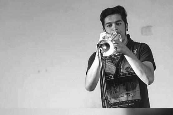 Elías toca en tres bandas en Las Heras.