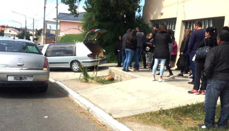 Momento en que parten al cementerio local. (Foto gentileza Alcides Quiroga)