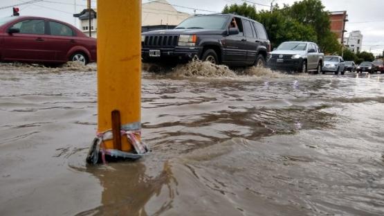 Calles afectadas por el agua. (C.G)