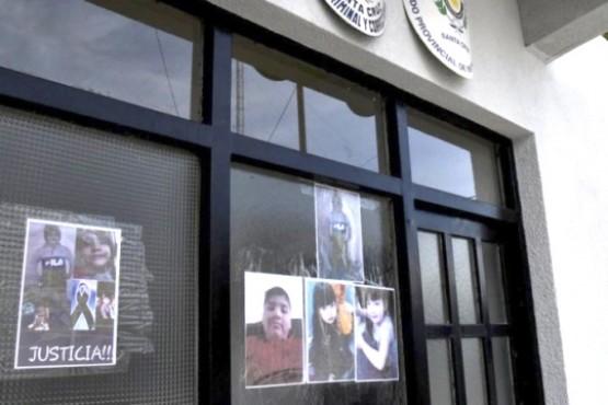 Fotografìas de las victimas en el Juzgado.