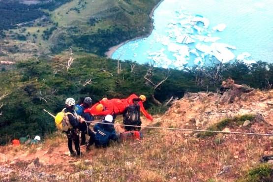 El turista fue trasladado a El Chaltén por sufrir dolores de espalda.