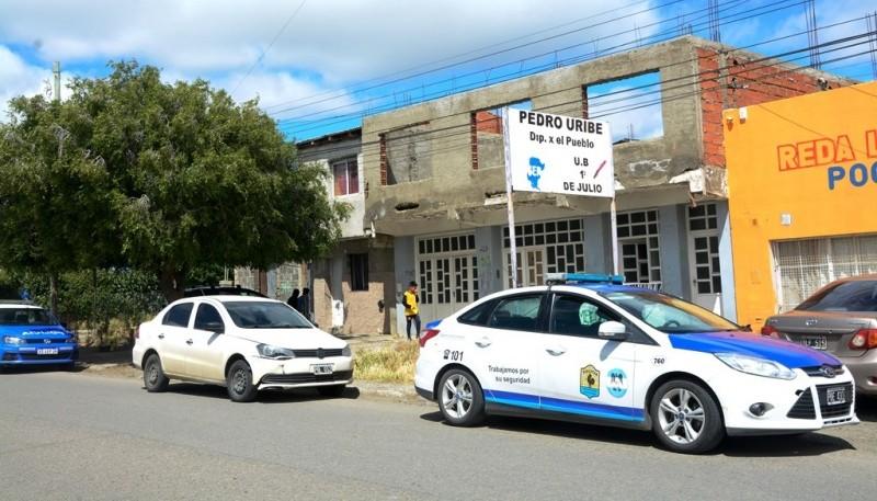 Segundo allanamiento en la casa por el robo al empresario. (Foto: F.C.)