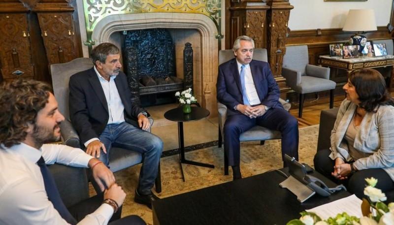 Fernández con los ministros Cafiero, Salvarezza y la referente del CONICET, Franchi.