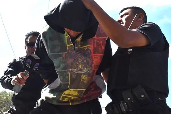 Ricardo Luna ingresó ayer esposado y fuertemente custodiado al Juzgado de Instrucción N°1 pero se negó a prestar declaración indagatoria.