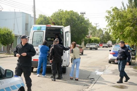 El ciclista es trasladado en ambulancia al HRRG.