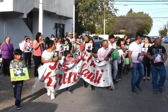 Alex Fernández y Juan Pacheco piden justicia por sus hijos.