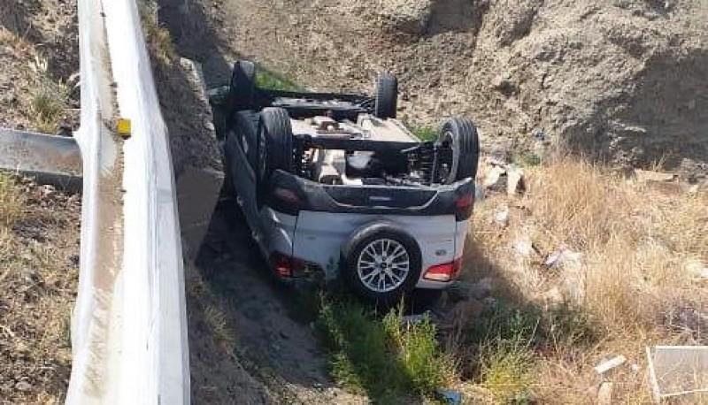 La Eco Sport volcada.