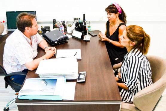 Gobierno y municipio en reunión.
