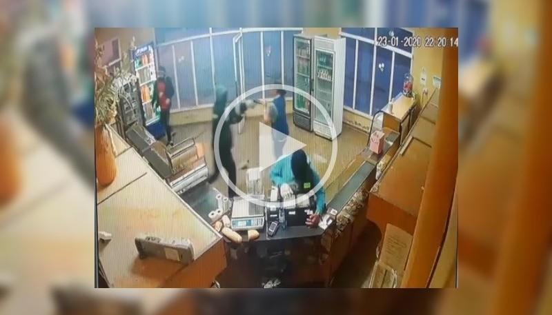 Momento en que entran los ladrones (Captura del video).