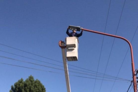 SPSE trabajando en la luminaria de la localidad.