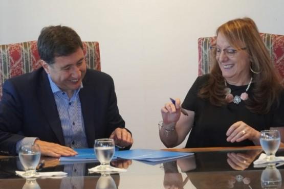 Alicia Kirchner junto a Daniel Arroyo.