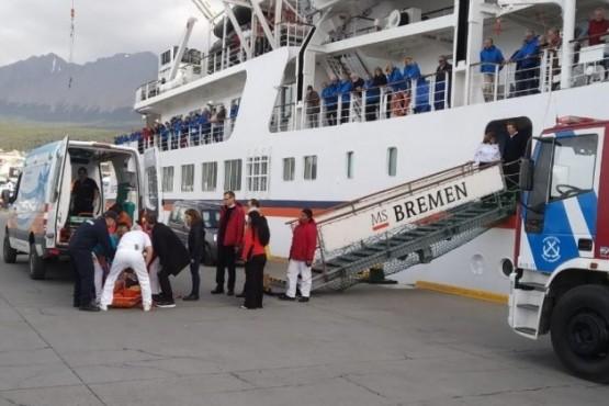 Prefectura accionando en el crucero.
