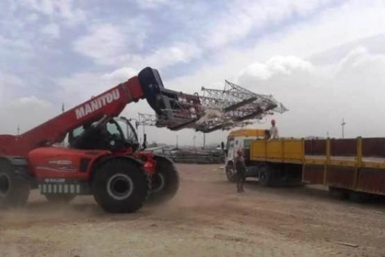La Administración de Vialidad Provincial (AVP), por disposición de su presidente Nicolás Cittadini, trasladó dos antenas de 42 metros de largo desde Comodoro Rivadavia hasta el barrio Colhué Huapi en Sarmiento.