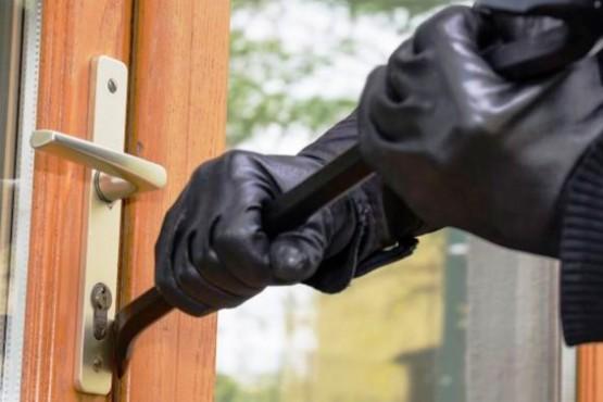 La vecina había dicho que le forzaron la puerta ladrones (foto ilustrativa).