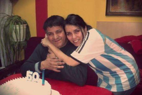 Stefania Rosales junto a su padre Antonio.