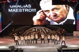 Mirá el sentido homenaje a Hugo Giménez Agüero en Cosquín