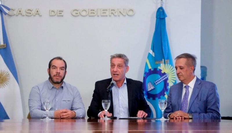 Conferencia del Gobernador Arcioni junto a ministros.