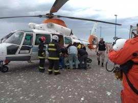 Así fue el rescate de un pasajero de un buque