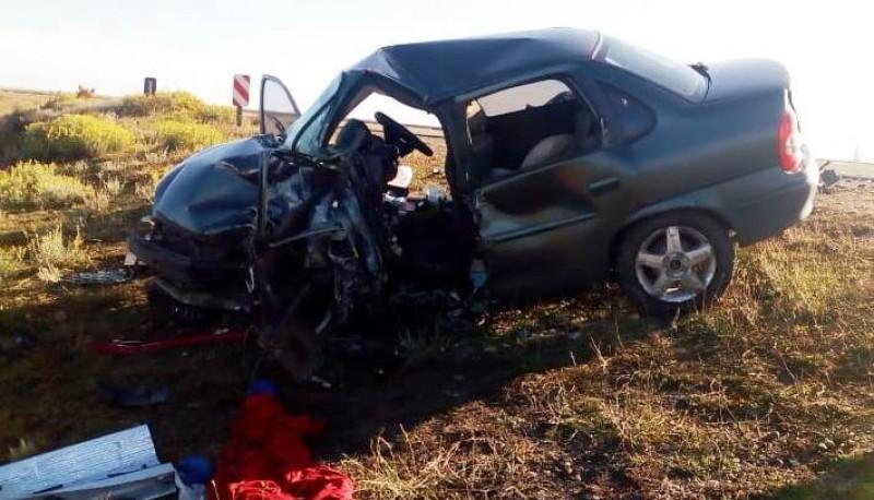 Los rodados terminaron con importantes daños materiales tras colisionar de manera frontal en la Ruta Nacional N°3 en la noche del sábado.