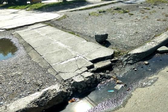 Mantenimiento de las veredas es una problemática que envuelve a frentistas y al municipio.