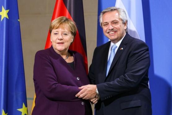 Alberto Fernández junto a Angela Merkel.