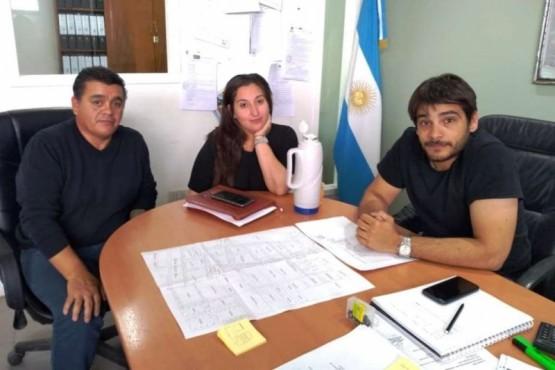 Otín recibió a representantes de la junta vecinal.