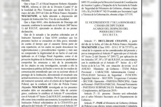 Extracto del Boletín Oficial donde se dispone la cesantía del bombero.