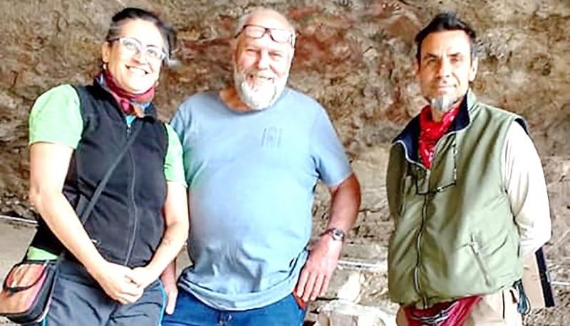 Arqueólogos del INAPL junto a Juan Nauta