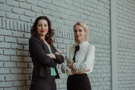 Las periodistas Lucía Salinas y Lourdes Marchese.