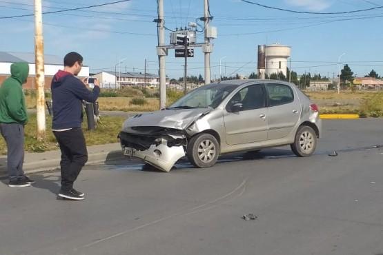 El Peugeot tras el choque (Foto: C.Robledo).