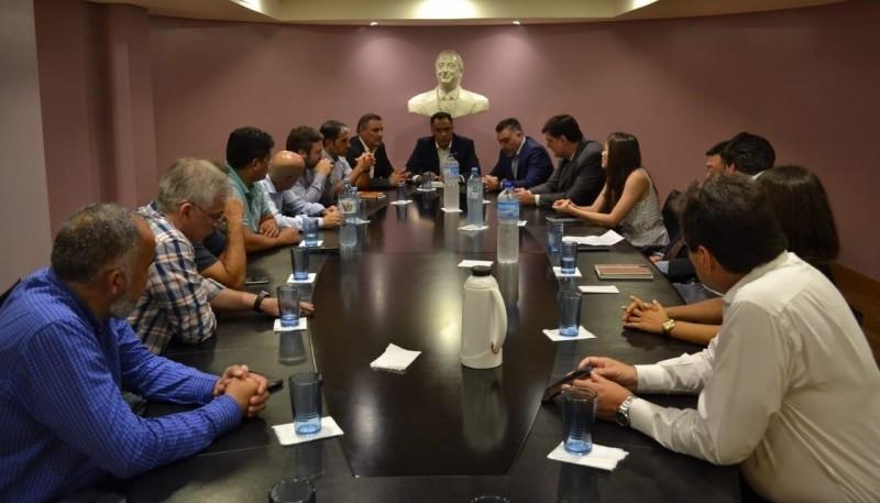 El vicegobernador en reunión.