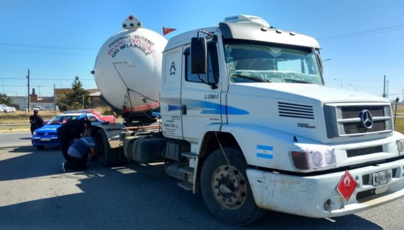 Camión en la Avenida Asturias y Autovía. (C.G)