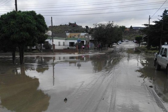 Las calles anegadas por las lluvias en Comodoro Rivadavia.