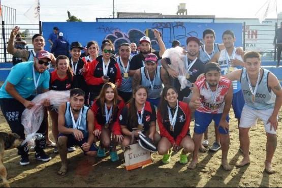 Los representantes del beach fútbol.